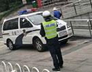 警车也得贴罚单